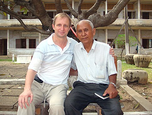 Chum Mey with Hanuman's Andy Brouwer at Tuol Sleng