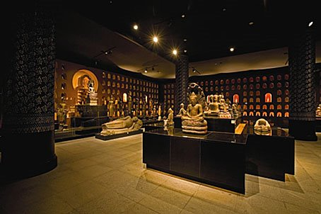 Andys Cambodia: Inside Angkor National Museum