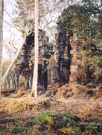 The towers of Prasat Chrap.