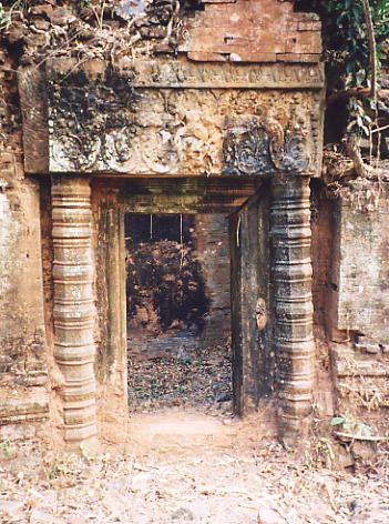 A doorway to a brick library at Prasat Banteay Pir Chan.
